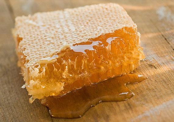 Bár rengeteg értékes ásványi anyagot tartalmaz, a méz glikémiás indexe közel azonos a cukoréval.