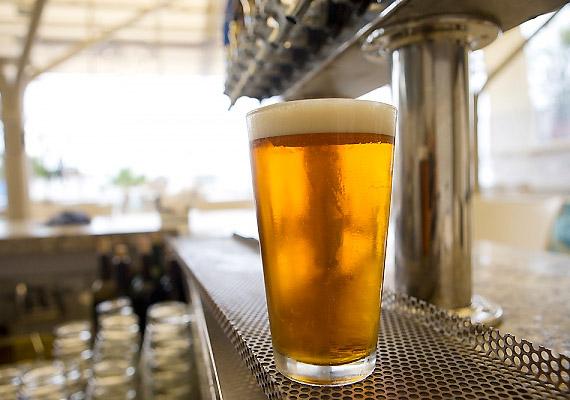 Bár a sörnek alacsonyabb az energiatartalma, mint a kólának, az almalének vagy a pezsgőnek, mégsem számít kimondottan diétás italnak.
