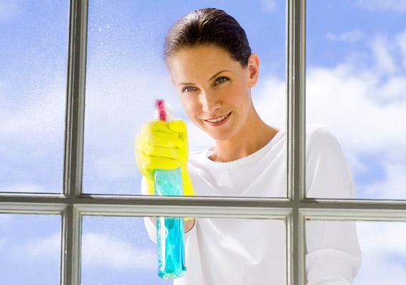 Egy üdítő pozitívum az ablakmosás mellett: egy átlagos lakás üvegtábláinak megtisztítása 165 kalóriát éget el.