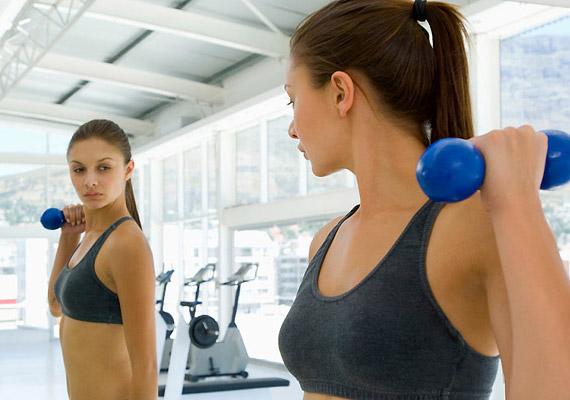 A súlyzózás valóban fárasztó, cserébe azonban félóránként 450 kalóriát emészt fel.