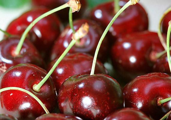 A cseresznye nemcsak a vízhajtásban és a salaktalanításban jeleskedik, de fertőtleníti is a beleket, így megszabadíthat a puffadástól.