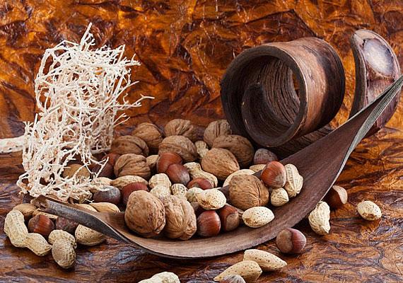 A mogyoró szintén fehérje- és rosttartalmának köszönheti zsírégető hatását. Fogyaszd magában, vagy müzlivel, joghurttal, gyümölccsel.