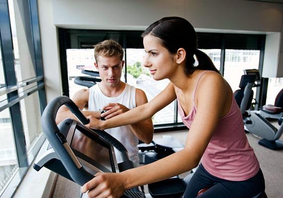A biciklizésről télen sem kell lemondanod: tekerj a szobában, és égess el óránként akár 1000 kalóriát.