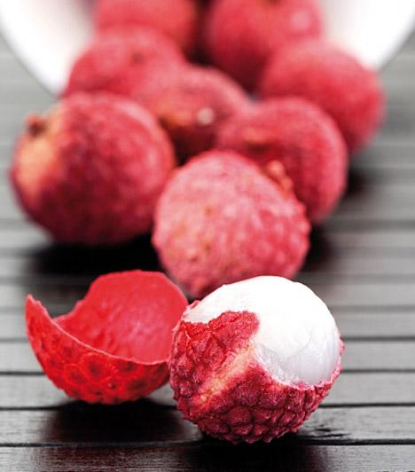 Licsi  Az egzotikus gyümölcsöt már hazánkban sem lehetetlen beszerezni, nagyobb bevásárlóközpontokban vagy piacokon te is hozzájuthatsz a kemény héjú, fehér húsú gyümölcshöz. A licsit elsősorban magas C-vitamin-tartalma miatt érdemes fogyasztanod, de fogyókúrás szempontból vízhajtó tulajdonsága sem elhanyagolható.