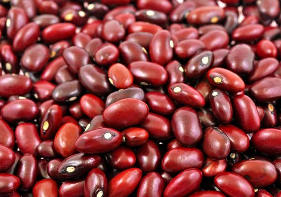 100 gramm vörös bab mindössze 80 kalóriát tartalmaz, a benne lévő rostok pedig segítenek salaktalanítani az emésztőrendszert, és hosszú távú teltségérzetet adnak. A többi hüvelyes is hatékony társ lehet a diéta során. Tudd meg, miért!