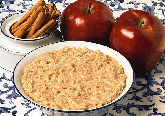 Bár a zabkása sokak szerint inkább reggeli csemege, vacsorára is ideális lehet. Reszelj bele almát, szórj rá lenmagot, fahéjat, vagy tégy bele valamilyen déligyümölcsöt. Tudj meg többet róla!
