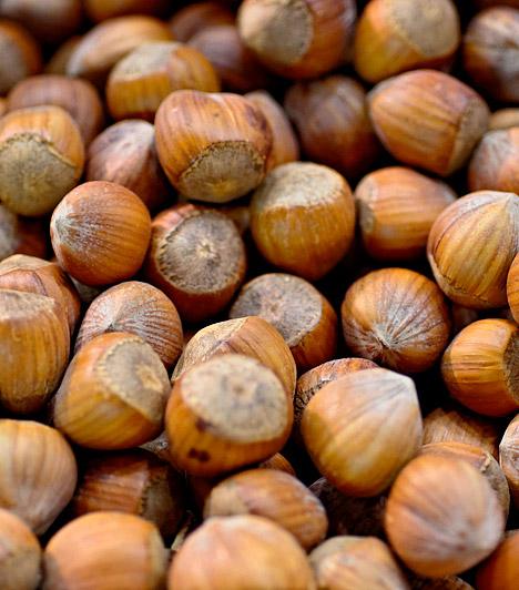 MogyoróA mogyoró és más olajos magvak glikémiés indexe alacsony - 30% alatti. Mivel a mogyoró kimondottan gazdag egyszeresen telítetlen zsírsavakban, segít a szív- és érrendszeri betegségek megelőzésében, ráadásul bőségesen tartalmaz E-vitamint, ami segíthet megőrizni bőröd szépségét a diéta alatt.