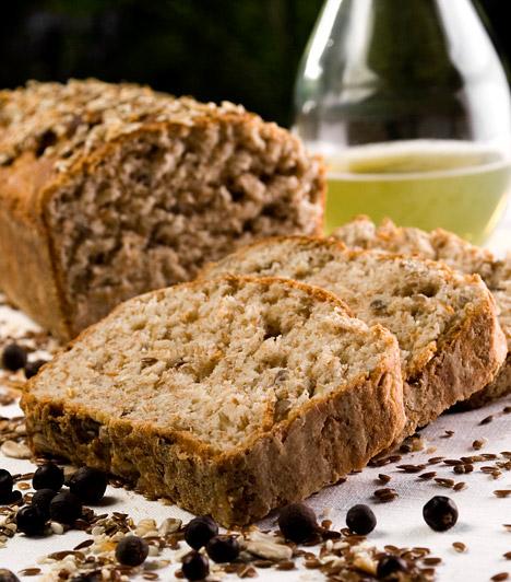 Teljes kiőrlésű kenyér  A glikémiás index azt mutatja meg, hogy az adott élelmiszerben lévő szénhidrát milyen gyorsan szívódik fel a testben. Minél alacsonyabb egy táplálék glikémiás indexe, annál kevésbé emeli meg a vércukorszintet. A fehér kenyér helyett érdemes teljes kiőrlésűt vagy tönkölybúzát választanod, melyekből lassabban szívódnak fel a szénhidrátok, így kevésbé hizlalnak. Magas rosttartalmuk miatt pedig az anyagcserét is serkentik.  Kapcsolódó cikk: Mi az a glikémiás index? Tudnod kell, ha fogyni akarsz! »