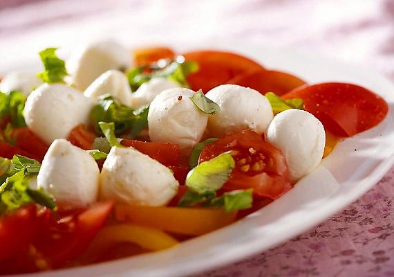 A zöldségek glikémiás indexe szinte kivétel nélkül alacsony. Amennyiben önmagában unalmasnak éreznéd a paradicsomsalátát, adj hozzá egy kevés mozzarellát.