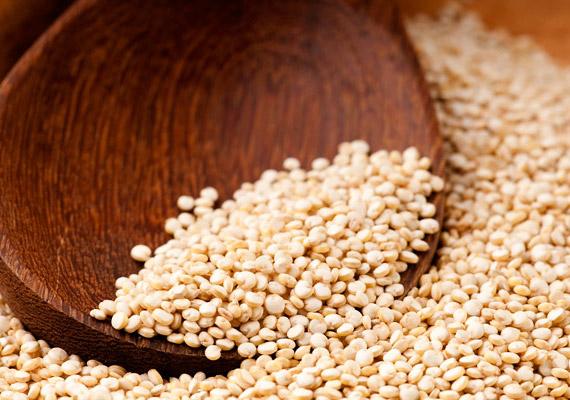 A quinoa rendkívül magas rosttartalommal bír, fogyasztása serkenti az anyagcsere-folyamatokat. Ezen kívül remek növényi fehérjeforrás: több fehérje van benne, mint a rizsben vagy a búzában. Glikémiás indexe alacsony, ráadásul gluténmentes is. Tudj meg többet róla!