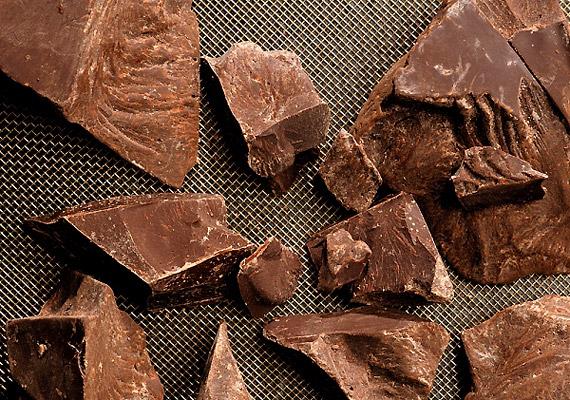 A 70%-nál magasabb kakaótartalmú csokoládé mindössze 20 GI-pontot ér. Napi pár kockát bátran fogyaszthatsz.