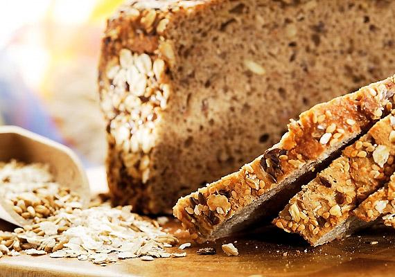 A teljes kiőrlésű lisztből készült kenyér 40 GI-pontot ér, érdemes tehát váltanod a jóval hizlalóbb fehér kenyérről.