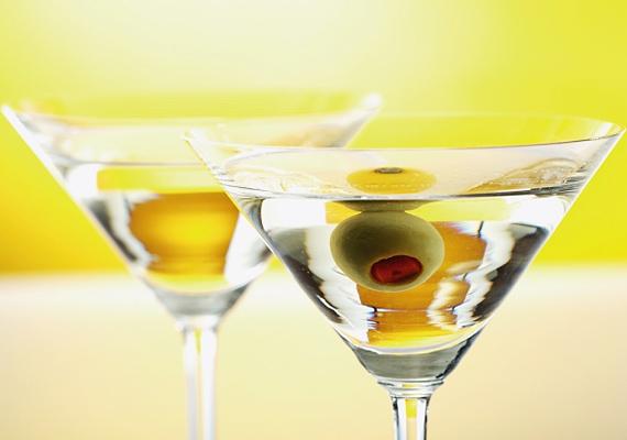 Az itt felsoroltak közül a száraz Martininak van a legmagasabb kalóriatartalma - egy pohárban 110 kcal kalória van -, de ez még mindig alacsonyabb, mint például a pálinkáé vagy bármilyen likőré.