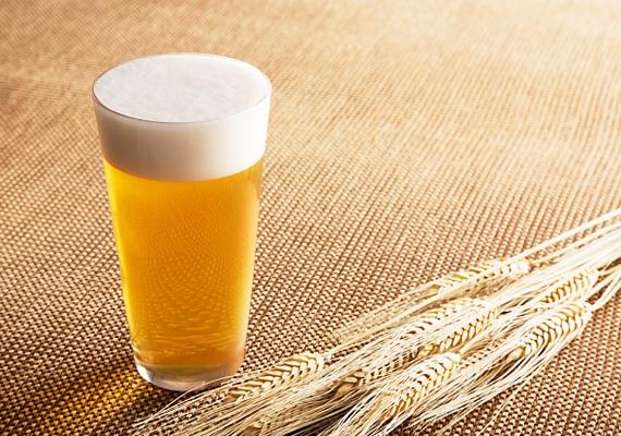 Fél liter világos sörben körülbelül 200 kalória található, ha tehát csak egy üveggel iszol, nem kell aggódnod a fogyókúrád miatt.