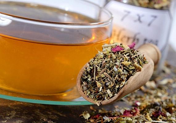 Egy bögre cukor nélküli gyógytea ugyancsak körülbelül két kalóriát tartalmaz. Ha szeretnél megismerni néhány kifejezetten fogyasztó hatású teát, kattints korábbi cikkünkre!