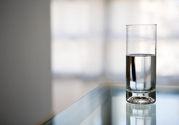 Ha 100%-ig kalóriamentes italra vágysz, akkor fogyassz csapvizet vagy szénsavmentes ásványvizet. Ha nem tudod, melyiket válaszd, kattints korábbi cikkünkre!