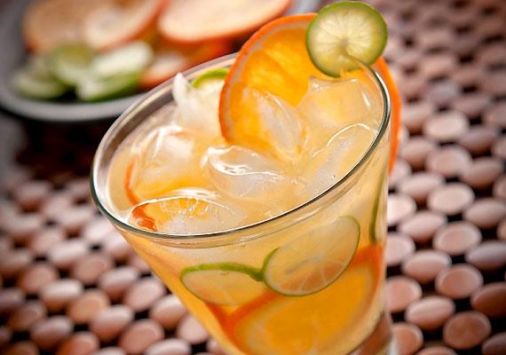 Egy pohár hideg vodka-narancs tökéletes frissítő lehet a meleg nyári estéken. Önts egy long drinkes pohárba 5 cl vodkát és 1 dl narancslevet, majd keverd össze, és már kész is a körülbelül 150 kalóriát tartalmazó ital.