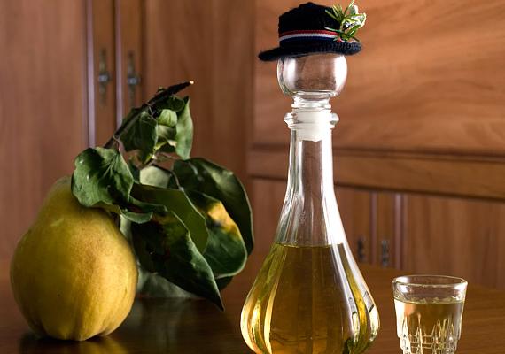 1 deciliter pálinka nagyjából 220-260 kalóriát tartalmaz, attól függően, milyen gyümölcsből készült. Szerencsére jó esetben egy felesnél többet nem iszol meg.