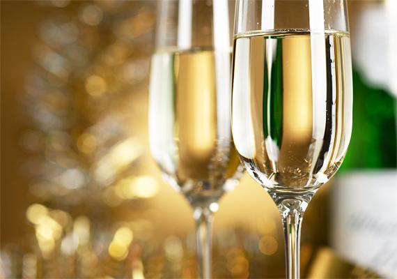 1 deciliter édes pezsgő nagyjából 85 kalóriát, 1 deciliter száraz pedig 65 kalóriát tartalmaz.