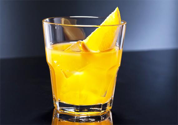 1 deciliter vodka-narancsban 104 kalória van, ha a Nemzetközi Bártender Szövetség előírásainak megfelelően1:2 arányban tartalmaz vodkát és narancslevet.