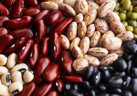 A hüvelyesek jelentik a fehérjék növényi változatát, melyeknek a rosttartalma is magas. Lencse, bab, csicseriborsó, zöldborsó - mind-mind finom és laktató alapanyag, melyek tökéletes választást jelentenek egy fogyókúrás ebédhez. Ismerd meg közelebbről is a hüvelyesek jótékony hatásait ide kattintva!
