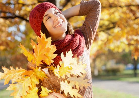Igyekezz a délelőtti órákban minél több időt tölteni napon. Ez egyrészt a D-vitamin-szinted miatt fontos, másrészt az Északnyugati Egyetem kutatása szerint a délelőtti napfény csökkenti a szervezet melatoninszintjét, illetve segít beindítani az anyagcserét. További részleteket korábbi cikkünkben találsz.