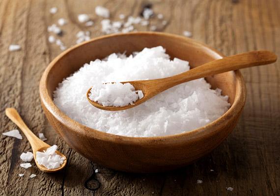A sóban gazdag ételek magas nátriumtartalmuk miatt felborítják a szervezet vízháztartását. A folyadék ennek következtében felgyűlik a sejtek közötti térben, ami puffadáshoz, hasi hízáshoz vezet.