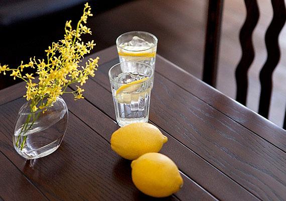 Hetente kétszer étkezés előtt igyál 2 dl 1:10 arányban hígított citromlevet.