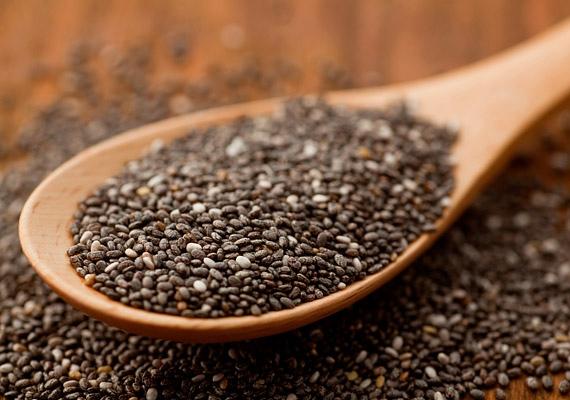 A chia mag saját súlyának kilencszeresét képes felvenni vízből, ami - magas rosttartalma mellett - szintén hozzájárul az anyagcsere-folyamatok beindításához. Így használd!