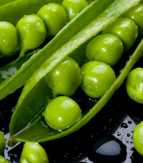 Zöldborsó  A csodás színű, édes kis bogyók nassolnivalónak is megfelelnek, ha mindenképpen szeretnél rágcsálni valamit az esti filmnézés ideje alatt. Magas rosttartalma mellett a zöldborsó gazdag B- és C-vitaminban, a népi gyógyászatban pedig emésztési panaszok ellen javasolják.