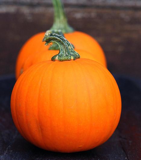 Sütőtök  A narancssárga zöldség szintén azon táplálékok táborát erősíti, melyek nemcsak emésztésednek és egészségednek tesznek jót, de édesség helyett is fogyaszthatod őket. A sütőtök a salátát pikánsabbá teszi, de sütve is igazi csemege - ha csorgatsz rá egy kanál mézet, mielőtt a sütőbe teszed, mennyei és vitaminokban, rostban gazdag desszertet kapsz.
