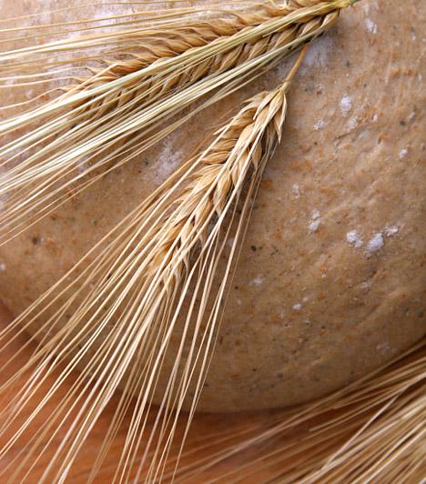 Árpa  Az árpát elrágcsálhatod önmagában, magként, de gazdagíthatod vele a gabonapelyhedet, vagy csíráját is fogyaszthatod. Nagyon erős vízhajtó, magas rosttartalmának köszönhetően pedig edzi a beleket, és élénkíti az anyagcserét. Enyhe hashajtó tulajdonsága is segít a belek megtisztításában.  Kapcsolódó cikk: Béltisztító, vízhajtó, emésztésjavító - Mi az? »