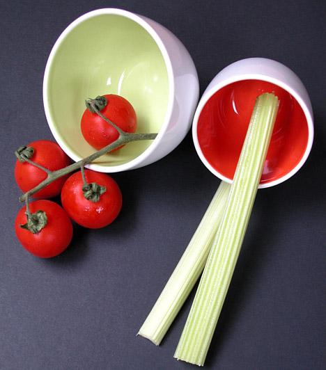 Zeller  Rendkívül magas rosttartalmának köszönhetően a zeller segít átmozgatni az emésztőszerveket, és megtisztítja a bélrendszert a lerakódott salakanyagoktól. A zeller emellett jól használható méregtelenítésre és vízhajtásra is, egy finom, fűszeres mártogatóssal pedig igazi csemege lehet a diéta ideje alatt is.  Kapcsolódó cikk: A legfinomabb béltisztító zöldségek »