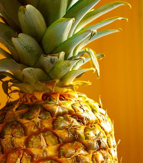 AnanászA benne található enzimeknek köszönhető zsírégető hatása közismert, azonban az ananász szervezeted méregtelenítésében is aktív szerepet játszik. Az egyik legrostosabb gyümölcs, így a bélrendszer megtisztításában is számíthatsz rá.Kapcsolódó cikk:Anyagcsere-gyorsító diéta - 7 nap, 5 kiló »