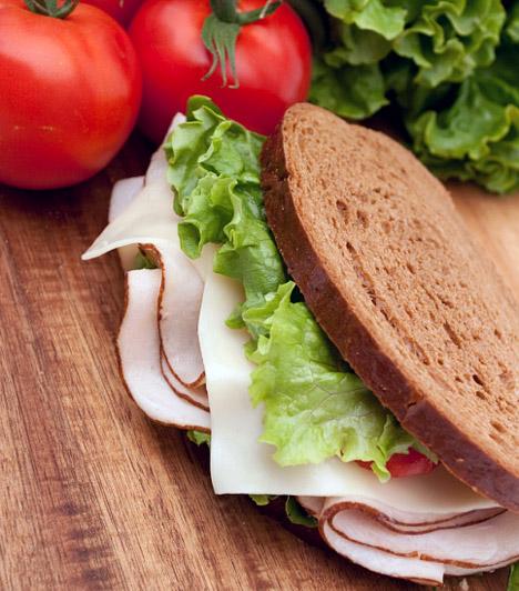 GI-diéta  A tartós fogyás lényege, hogy vércukorszinted mindig egyenletes maradjon, már csak azért is, mert a hullámzó inzulinlökések nem csupán alakodat, de egészségedet is veszélyeztetik. A GI-diéta az alacsony glikémiás indexű ételek segítségével szabadít meg felesleges kilóidtól.  Kapcsolódó cikk: A 3 leghatékonyabb diéta 10 kiló túlsúly felett »