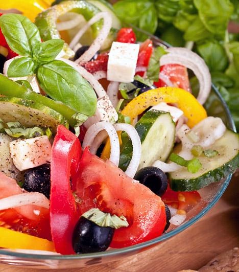 Mediterrán diéta  Bár a mediterrán diétát a déli népek már évszázadok óta követik, a világ más tájain csak az 1950-es években figyeltek fel rá, az orvosként dolgozó Ancel Keys-nek köszönhetően. Alapelemei a teljes kiőrlésű gabonából készült tészták és péktermékek, a zöldségek, a gyümölcsök, a hüvelyesek, a minőségi tejtermékek, a növényi magvak, nem utolsósorban pedig az értékes omega-3 zsírsavak. Mindezeken kívül - egészséges mértékben - a vörösbor is elengedhetetlen az igazi mediterrán diétához.  Kapcsolódó cikk: Mediterrán diéta - Légy karcsú és egészséges! »