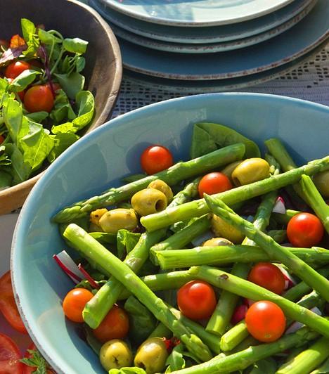 South Beach-diétaA Dr. Arthur Agatston által kifejlesztett étrendre milliók esküsznek, nem is csoda, hiszen a tengeri gyümölcsökben, zöldségfélékben és teljes tápértékű élelmiszerekben gazdag diétával gyors és biztos eredményeket érhetsz el, ráadásul tiltott ételek sincsenek, csak az egyensúly megtartására kell ügyelned.Kapcsolódó cikk:Adj le 20 kilót az SBD-vel! »