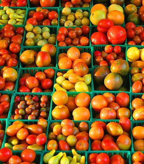 TérfogatdiétaA térfogatdiéta nem az ételek mennyiségét, hanem minőségét korlátozza, vagyis korgó gyomrodat csak alacsony kalóriatartalmú élelmiszerekkel töltheted meg. Ilyen például a paprika vagy a paradicsom, de a többi, magas víztartalmú zöldség és gyümölcs is. Ezzel a módszerrel úgy korlátozhatod az energiabevitelt, hogy közben nem kell éheztetned magad.Kapcsolódó cikk:Zsírégető, laktató, karcsúsító - A térfogatdiéta »
