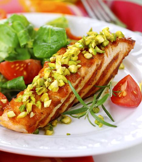 Grillezett tengeri hal  A grillezés legnagyobb előnye, hogy jóval kevesebb zsiradék kell hozzá. A tengeri halak - lazac, tonhal, makréla - pedig nemcsak alacsony energiatartalmúak, de omega-3-tartalmuknál fogva egészségesek is. A grillezett hal mellé zöld köret javasolt. Kattints ide egy jó receptért!