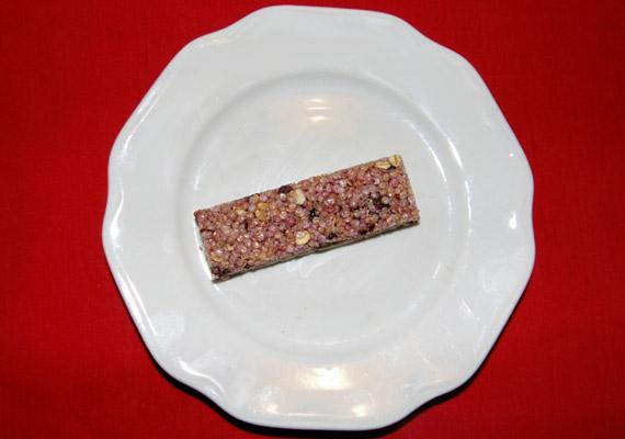 Egy müzliszelet fajtától függően 80-100 kalóriát tartalmaz. Lehetőség szerint válaszd a gyümölcsös változatot, ne a csokisat.