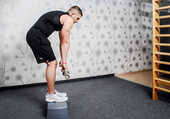 Bár a felhúzás rendkívül jó gyakorlat mind a lábak, mind a deréktájék edzésére, mégis kevesen végzik. Ennek ellenére a helyes technikáról érdemes szót ejteni, mert leutánozza azt a hétköznapi mozdulatot, ahogyan különböző tárgyakért lehajolsz.