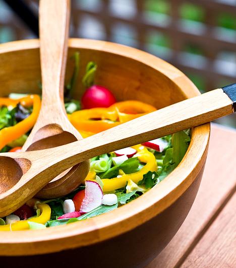 New York-diétaA módszer alappillére a háromóránkénti kisebb adagokban történő étkezés, melyet főképp magas rosttartalmú zöldségekre, gyümölcsökre, zsírszegény húsokra és tejtermékekre építs.Kapcsolódó cikk:Heti 2 kiló a zsírolvasztó New York-diétával »