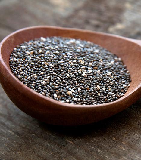 Chia  A chia teljes értékű fehérjeforrás, amely tartalmazza az összes esszenciális aminosavat, mégpedig könnyen emészthető formában. Igen kevés ilyen növényi forrás létezik, így, ha egészségesebben akarsz élni, az állati fehérjék helyettesítésére olykor bátran alkalmazhatod. Mindemellett emésztést segítő rostok is bőven találhatóak benne.  Kapcsolódó cikk: A jövő zsírégető csodaszere - A dietetikusok álométele »
