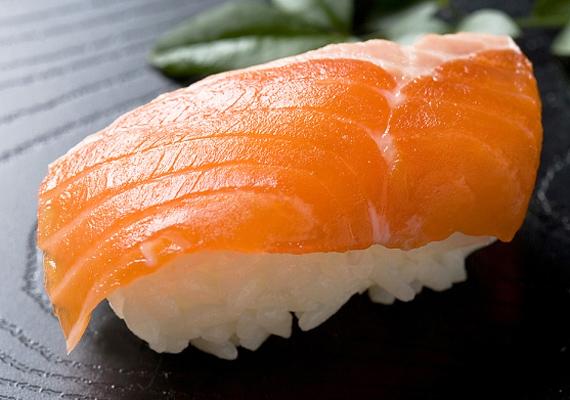 A tengeri halak, többek között a lazac is elsődleges jódforrások.