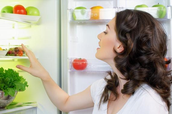 Nem probléma, ha az ételek ismétlődnek! Nyugodtan főzhetsz egyfélét akár három napra is, hiszen sok alapanyag nagyobb mennyiségben olcsóbb, ráadásul így időt is spórolsz. Ha mégis kimarad néhány zöldség vagy gyümölcs, azokból később készülhet diétás nassolnivaló, vagy belekerülhetnek olyan ételekbe, amelyek hasonló alapanyagokból készülnek.