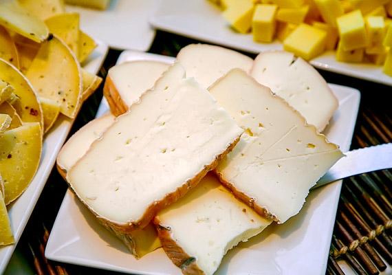 Fél-egy órával sportolás előtt még bekaphatsz pár szelet sajtot is. A benne lévő tejcukor elegendő energiához juttat majd.