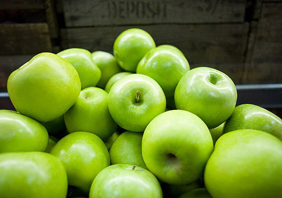 Az alma salaktalanító anyagokat juttat az emésztőrendszerbe, melyek megnövelik a béltartalmat, és elejét veszik a székrekedésnek. Megakadályozza, hogy hirtelen lezuhanjon a vércukorszinted, kiegyenlíti a szénhidrátok felszívódását.