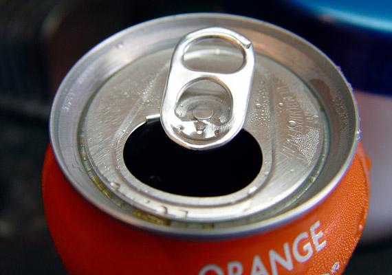 A cukrozott üdítők nemcsak felesleges energiabombák, de savasítanak is, ami szintén az anyagcsere lelassulásához vezet.