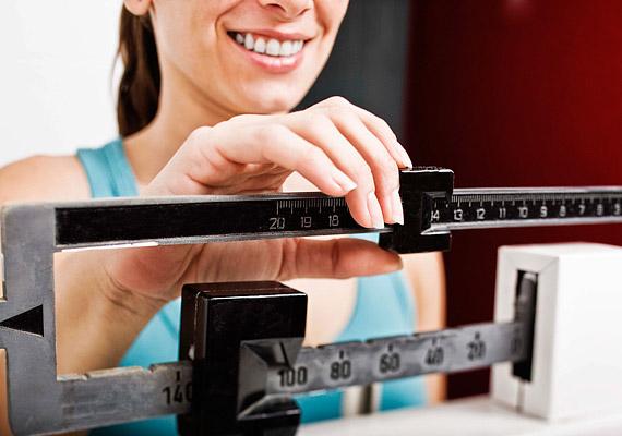 Egyre több dietetikus hívja fel a figyelmet az állandó mérlegelés veszélyeire: nemcsak a kedvedet veheti el, de állandó stresszben is tart, ami nem kedvez a zsírbontásnak. Hagyj időt magadnak, és ne sürgesd a fogyást!
