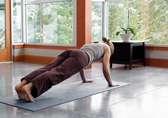 A diéta önmagában nem elég, a zsírok lebontásában fontos, hogy mozogj is! Nem muszáj komoly edzéstervet kidolgoznod, a napi fél-egy órás intenzív séta is segíthet az anyagcseréd beindításában.
